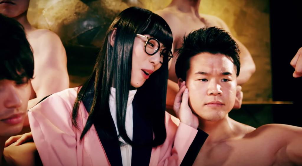 Hashiyasume Atsuko Brings The Muscle on 'A La Mode'