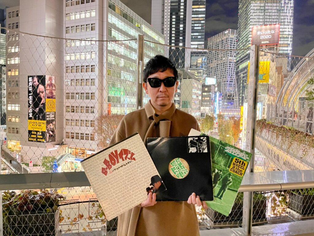 ☆Taku Takahashi holding hip-hop records