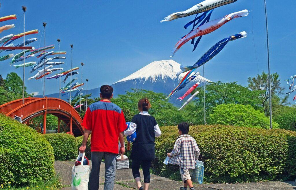 Fun Holidays, Big Train Crushes: Golden Week in Japan